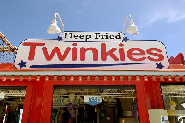 http://www.johnmariani.com/archive/2006/060924/Deep-Fried-Twinkies-6-05.jpg